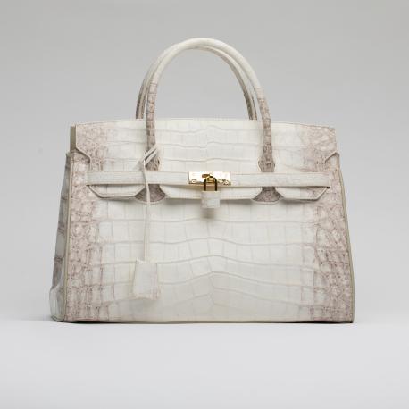 Вместительная сумка из кожи крокодила